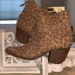 Animal Print Matisse ankle boots sz 9